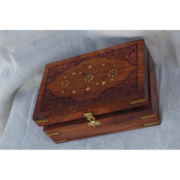 boite indienne en bois a huiles essentielles herboratheque des pyr n es label land. Black Bedroom Furniture Sets. Home Design Ideas